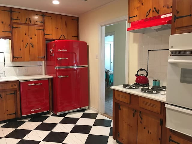 Vintage bungalow close to S&W Med Center and VA