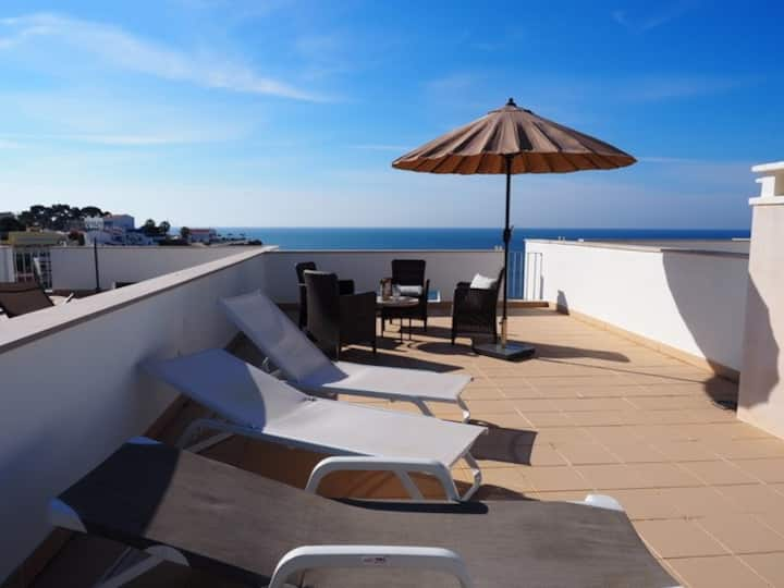Modern townhouse very central, fabulous sea views!