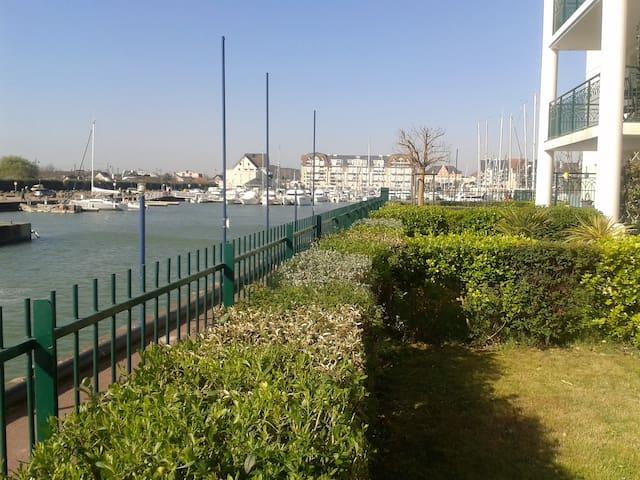 Apt en rdc avec terrasse au sud vue estuaire port - Dives-sur-Mer - Daire