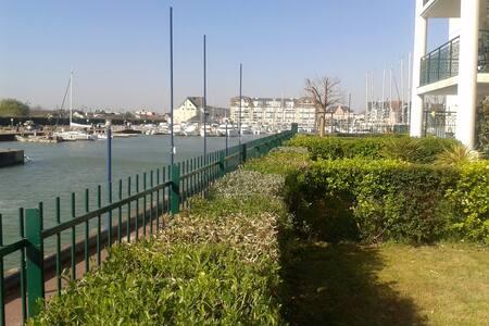 Apt en rdc avec terrasse au sud vue estuaire port - Dives-sur-Mer - อพาร์ทเมนท์