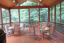 The Honeymoon Suite - Pigeon Creek Inn
