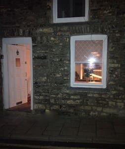 Traditional Welsh cottage in town centre. Cosy - Aberystwyth