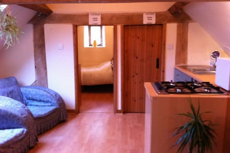 Barn Flat-A rural setting yet right on the road - Bath - Apartament