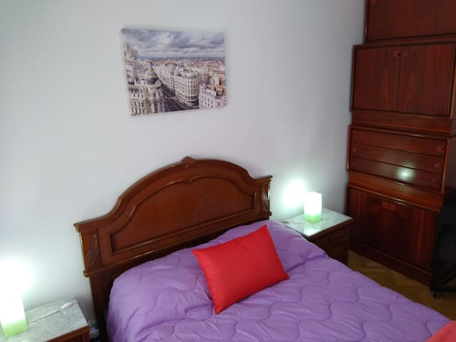 Madrid center room only 9 minutes or 5 Metro stops