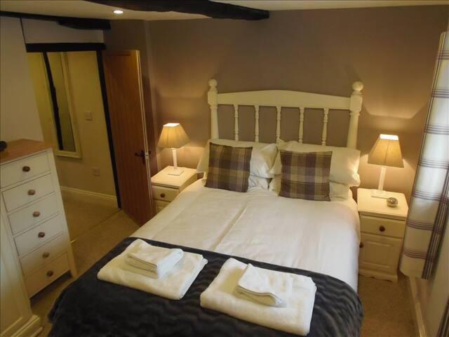 Double Room (with En-suite)