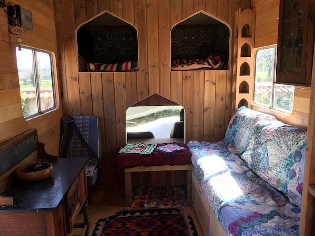 Vintage Horsebox Glamping 4 bed nr Weymouth Coast