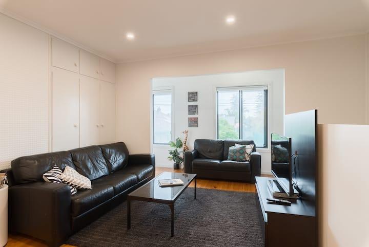 Large Glenelg apartment - quiet, close - elevation