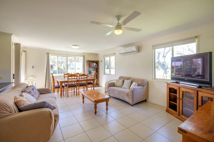 Air Conditioned Cottage - Macleay Island