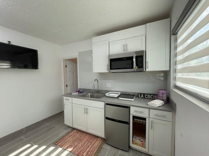 "Small house - loft - ""hotel room Cape Coral"""