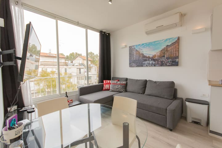 ❤ Newly Renovated Apartment @ Ben Gurion Blvd ❤