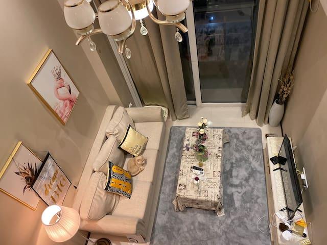 快乐之家 住了绝不会后悔 超级赞热情的房东 可撸猫 近地铁 精装loft 可月租 疫情期间可以入住
