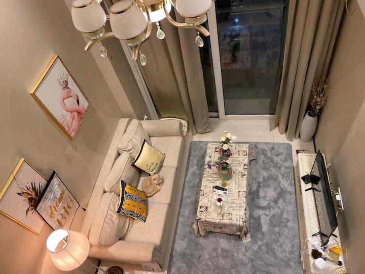 快乐之家 绝不会后悔 超级赞的房东 可撸猫 近地铁 精装loft 情侣不接待 月租有优惠
