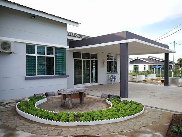 *Kuantan* The Greenery Garden Homestay
