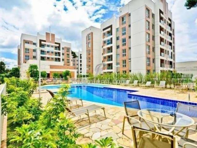 Quarto de frente p/ piscina em um lindo condomínio - Curitiba - Apartemen
