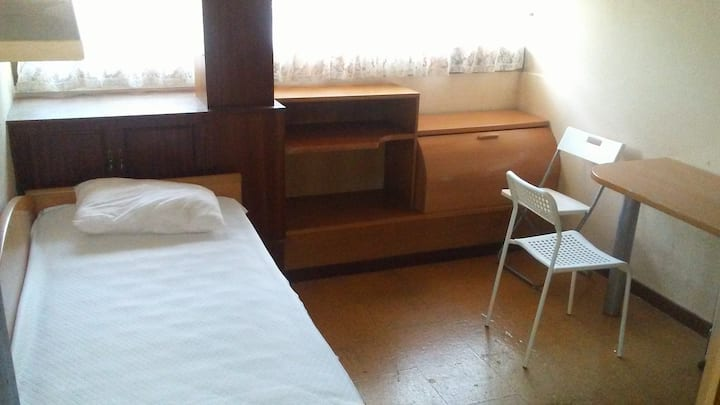 ROOMS CLOSE TOTHE BUS STATION, EXPOCORUÑA, COLISEO