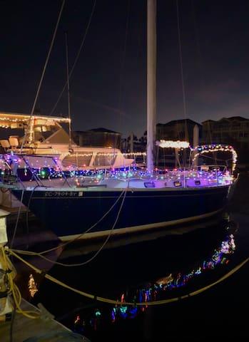 Come Live Aboard a Cozy Sailboat!