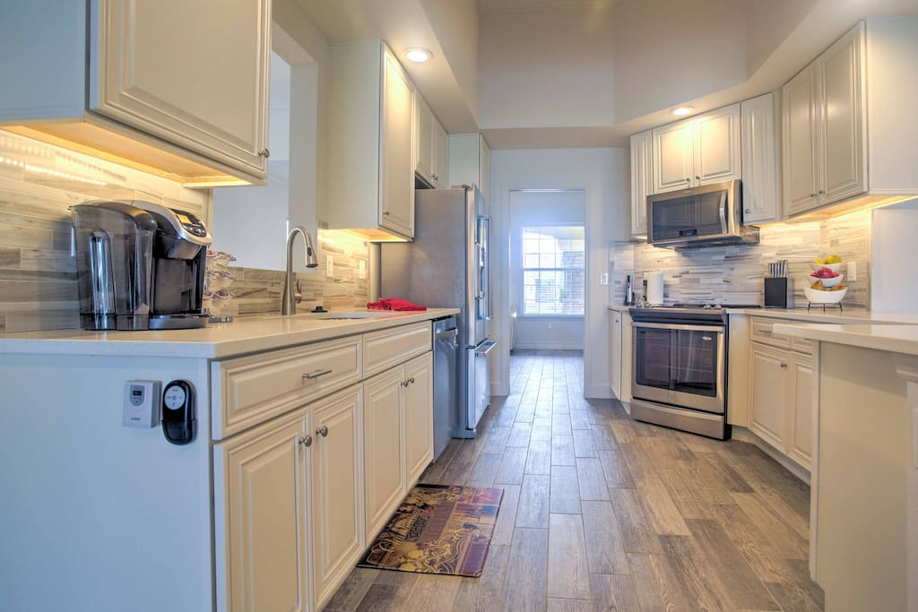 Cooking for the whole family has never been easier than with this fully equipped, gourmet kitchen.