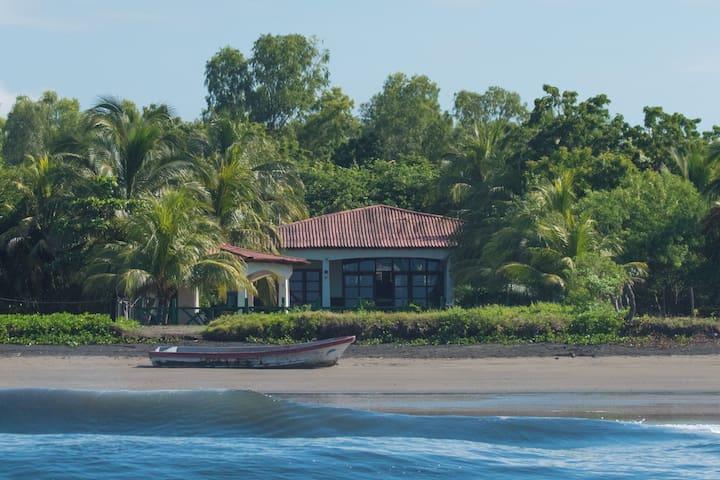 Casa Blanca - Santa Maria Beach Front Home - Aposentillo - Hus