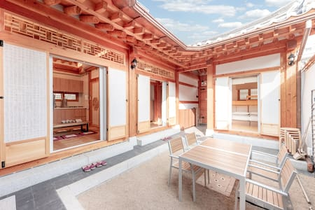 NEW Beautiful  HANOK by Gyeongbok Palace 5BR+4BTH