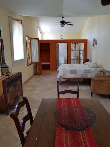 Habitacion de descanso, acogedora, pet friendly!!