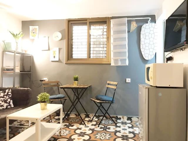 Sweet & Compact GallerY apt at the heart of TLV
