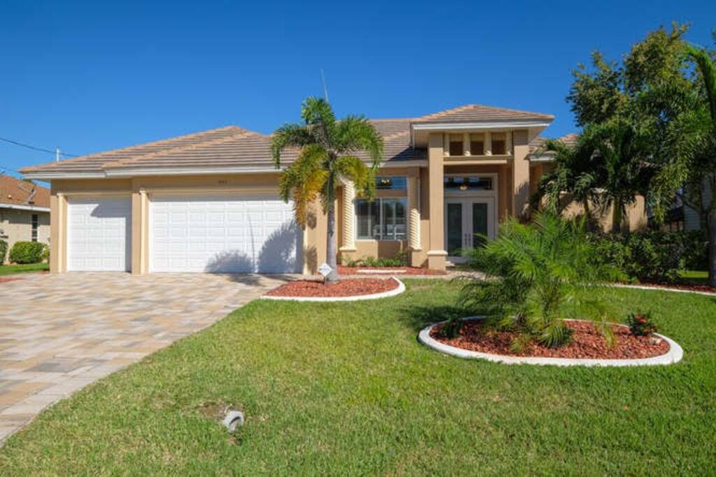 Gorgeous newly built home with 3 bedrooms and 3 full  bathrooms