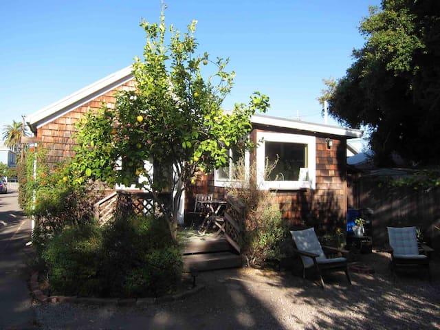 Wonderful, quiet, seperate 2 bedroom cottage oasis
