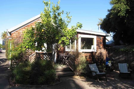 Wonderful, quiet, seperate 2 bedroom cottage oasis