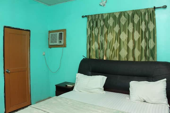 Daniel Suites - Single Room