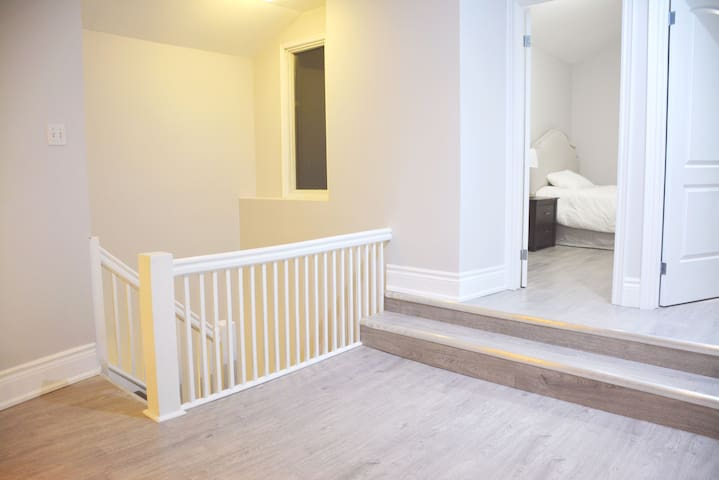 Newly-furnished single rooms. You'll love it! - Toronto - Huis