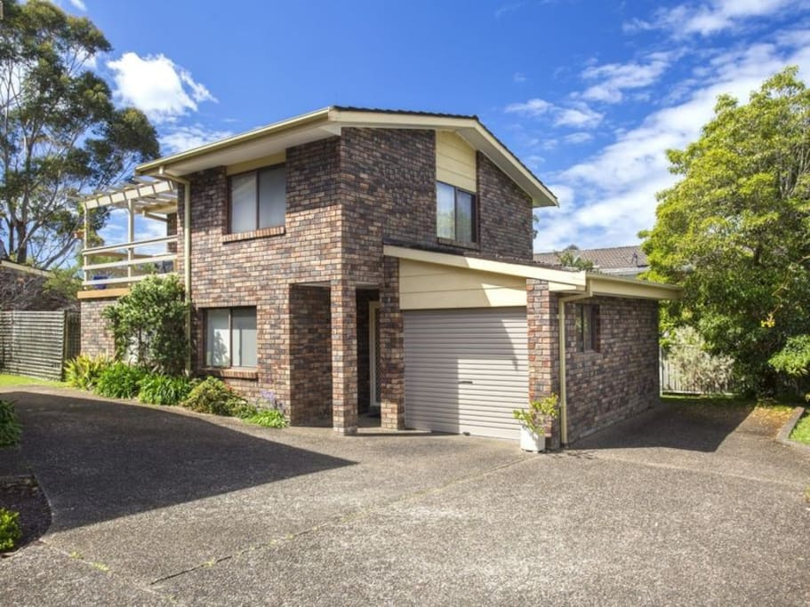 Fairway view townhouses for rent in mollymook beach new for Fairway house cleaning