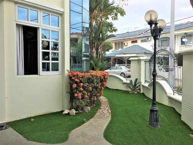 绿花园小别墅 GARDEN VIEW TWO-STOREY BUNGALOW HOUSE