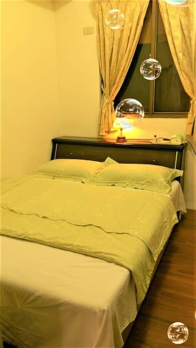 雙人日式和風搭配雙人床,溫馨舒適,皆有對外窗