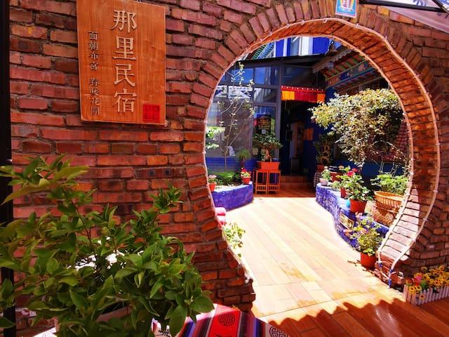 拉萨布达拉宫那里民宿一楼蓝色温馨小单间105(公卫)