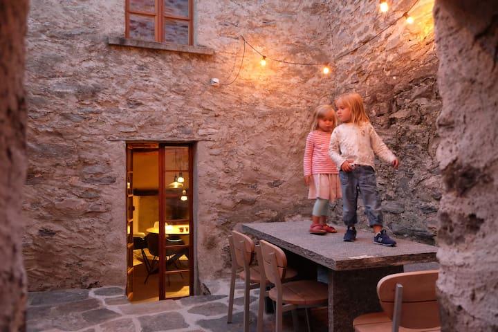 Design Rustico in Valle Maggia, 10min from Locarno