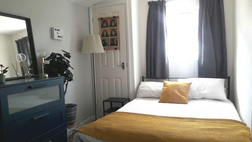 Cozy double room in thriving neighborhood