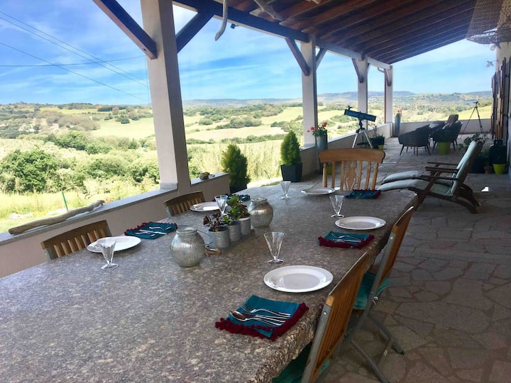 Rural tranquil retreat with pool sleeps 4