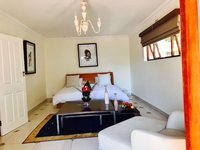 Charming Executive cottage - Johannesburg - Dom