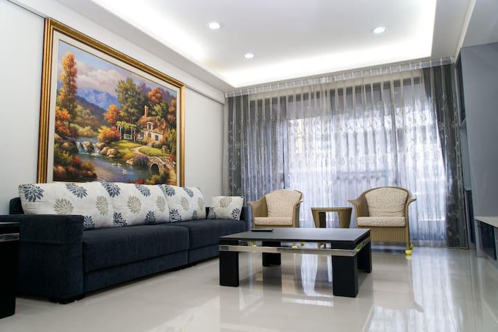 台中 豐樂公園  文心秀泰 42坪三房兩廳