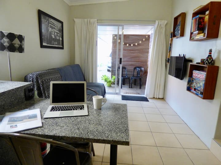 Salty Air in Durban * Self Catering Flatlet