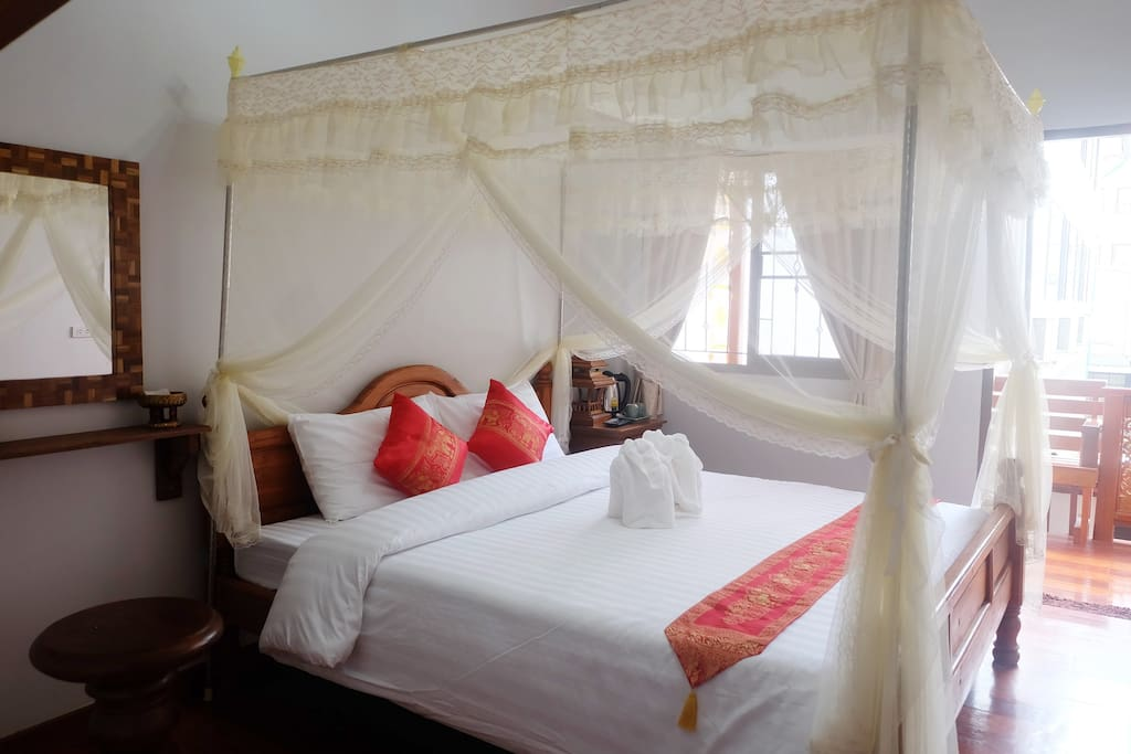Canopy bed /King size/Private Room