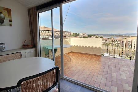Agréable studio avec vue mer panoramique