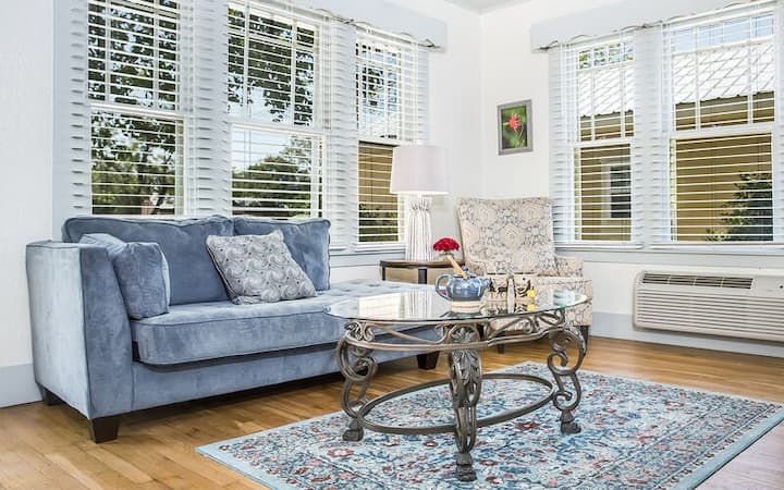 Main Street Retreat Old Rectory | King Bed | Shared Hot Tub/ Pool