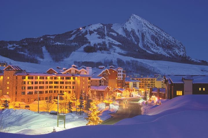 Emmons Studio at the Grand Lodge! Views! Sleeps 4 - Crested Butte - Leilighet