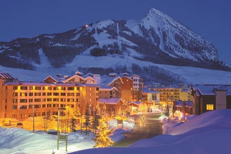 Emmons Studio at the Grand Lodge! Views! Sleeps 4 - Crested Butte