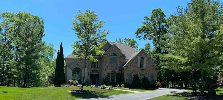 Gated subdivision--Miles from many Lakes and Parks