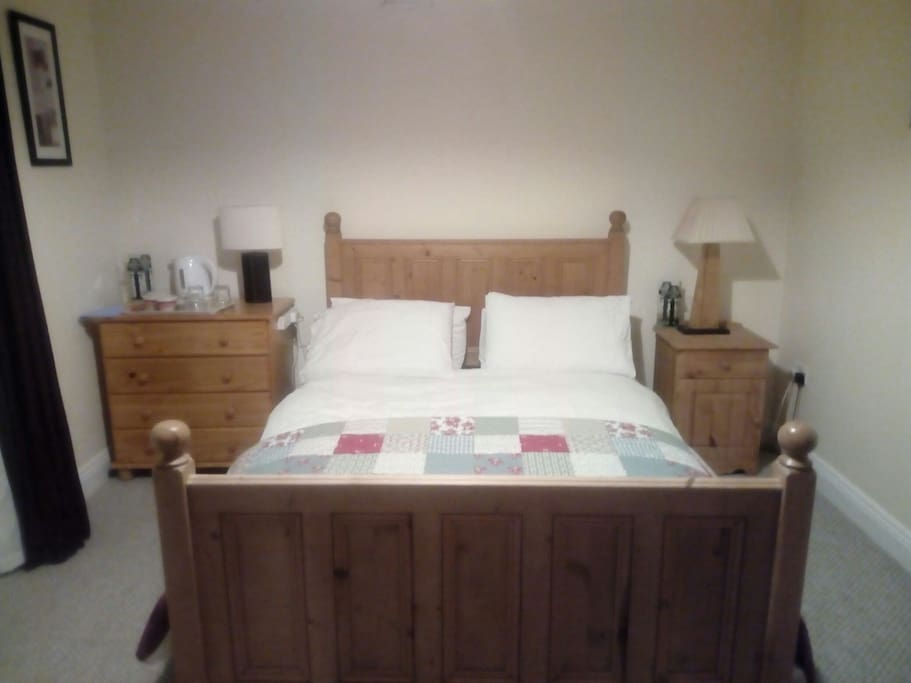 "4ft 6"" double bed. A  spacious room."