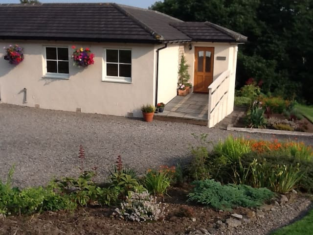 Smarhus Cottage - Bathgate