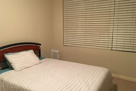 Private room 15min to City - Roseville