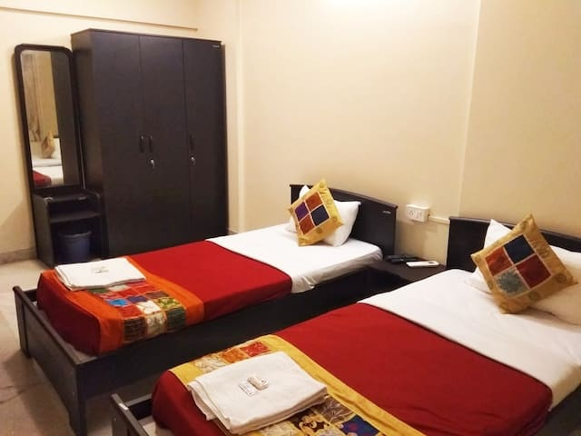 Room with Wifi & AC for corporates at Prabhadevi